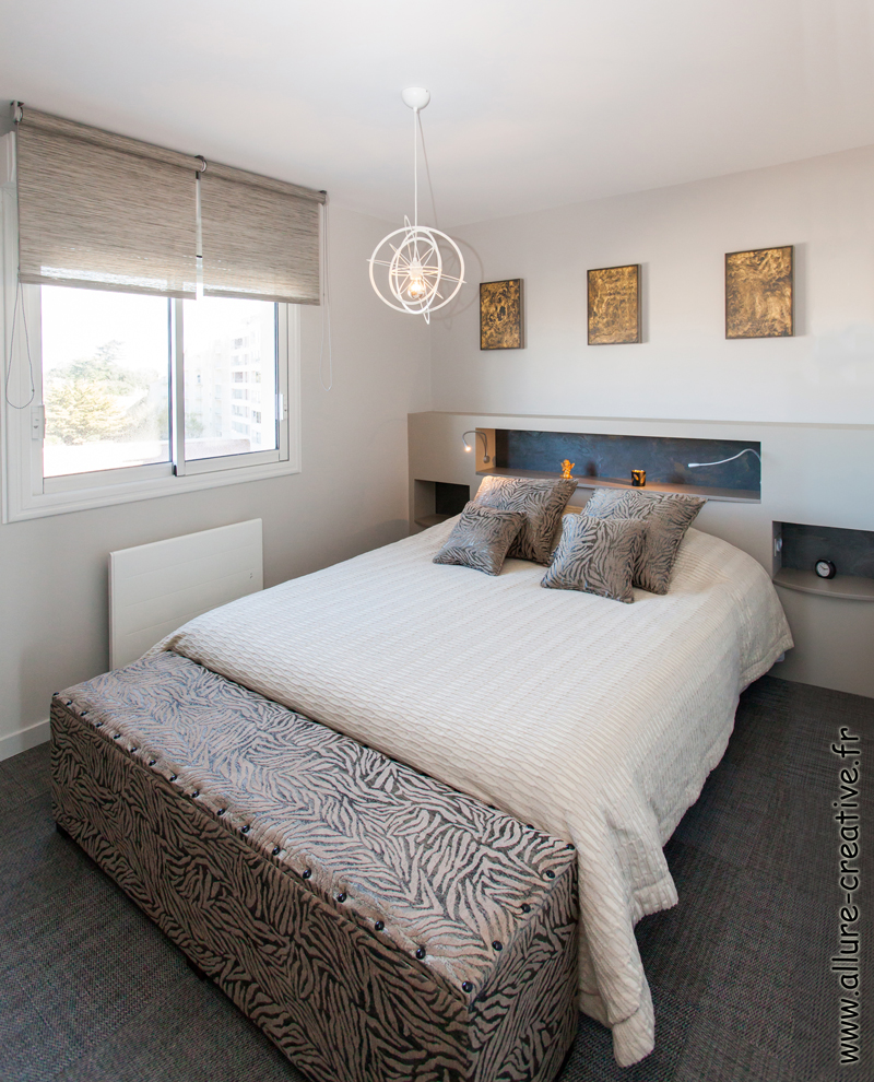 chambre avec tête de lit intégré