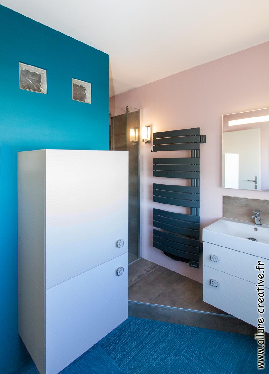 salle_d_eau_meuble_blanc_structure_appartement_les_sables_la_chaume