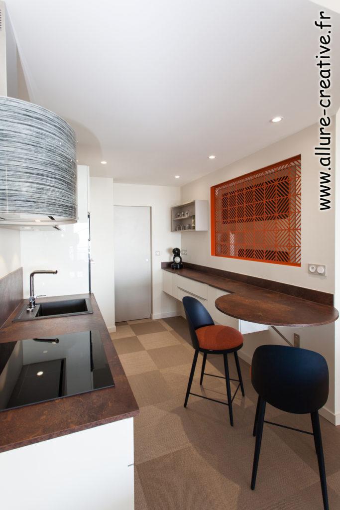 cuisine_verriere_blanc_brillant_meuble_suspendu_appartement_les_sables_la_chaume